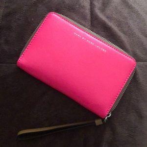 Marc Jacobs Wristlet: both wallet & phone holder
